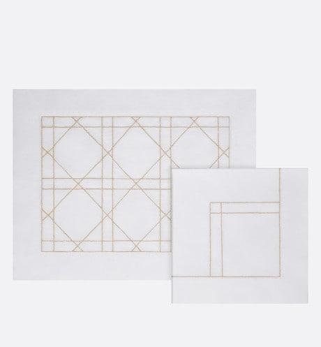 Set van placemats en servetten aria_frontView